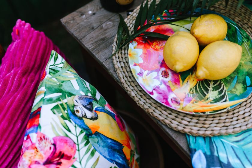 kaboompics_Lemons on colorful plate, tropical pillows